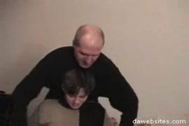 فيديو ام تعلم ابنتها كيف تنيك